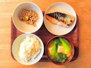 和食、ご飯、納豆、焼き魚、味噌汁