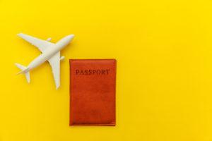 飛行機とパスポート