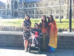 大学の文化祭で友人たちと4人で撮影